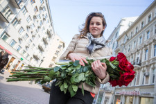 Liza was given a bunch of roses by a friend.