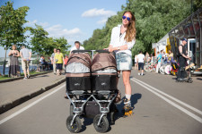 Rada was rollerblading with her 5 month-old twin daughters at a Moscow park.
