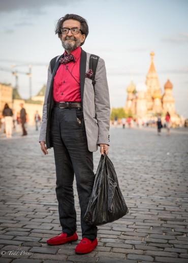 Vazgen: Artist Crossing Red Square