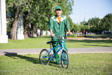 An Uzbek immigrant worker at VDNKh park.