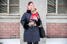 A woman in the center of Novosibirsk with her pedigree dog.