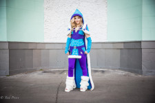 Alina made her own costume of the Crystal Maiden from Dota 2.