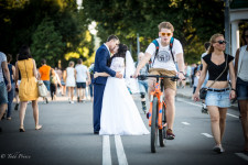 A newly wed couple at Gorky Park.